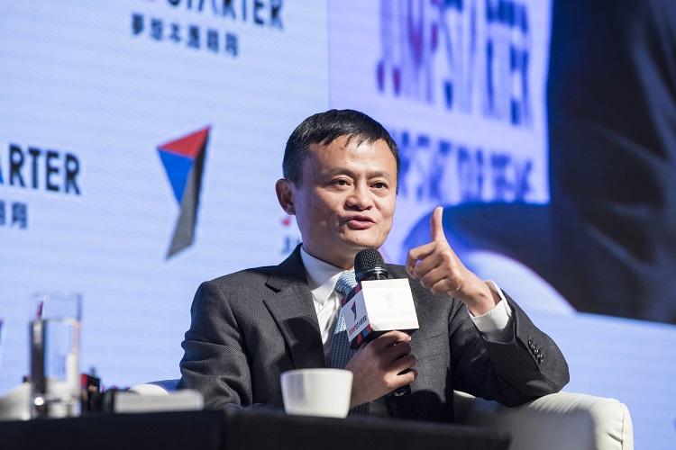 分享創業經歷,阿里巴巴集團董事局主席馬雲表示︰「我們能夠超越競爭,不要擔心競爭,我們要照顧客戶。如果您的客戶喜歡你,你就能成功。」